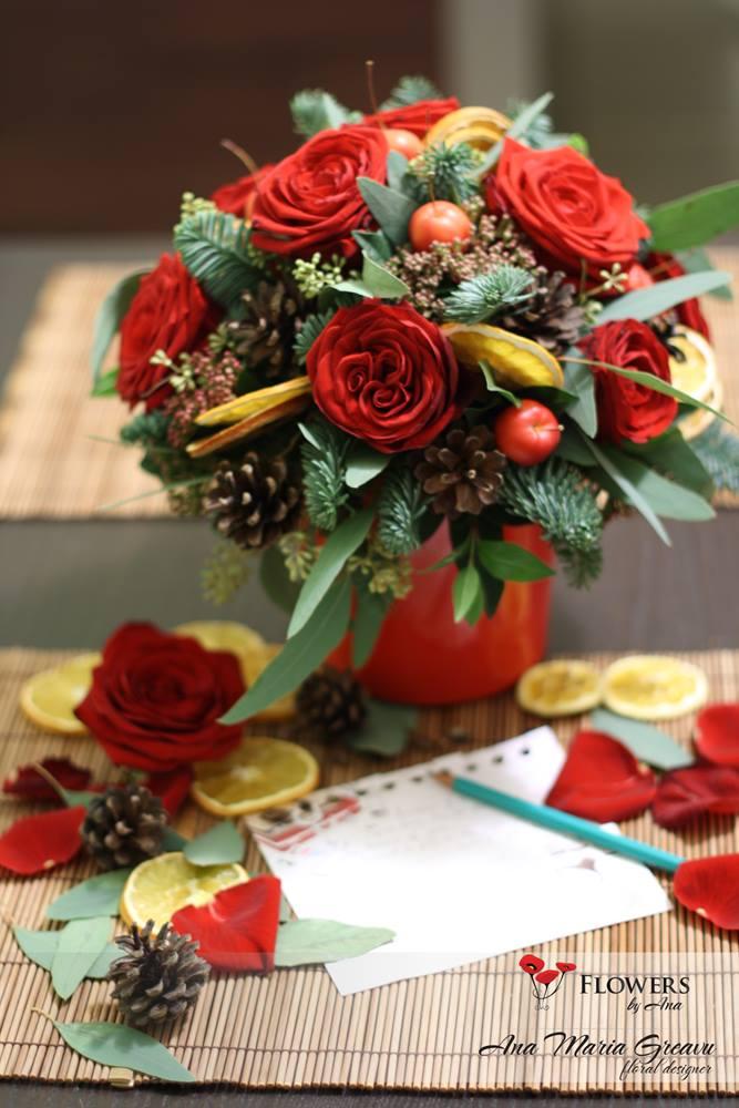 Aranjament brad trandafiri Craciun