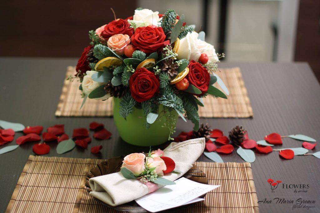 Masa de Craciun cu trandafiri si brad